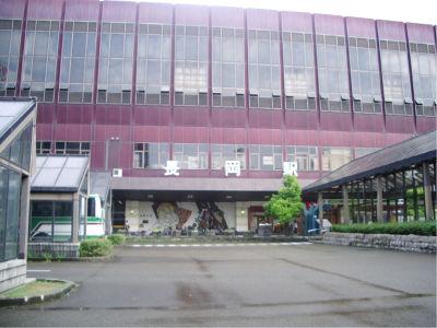 長岡駅。新幹線も止まる乗換駅なので、けっこう規模は大きめ。