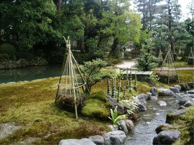 流れる水のある日本庭園ってやっぱいいな。俺も将来、こういう家に・・・うーむ、維持費がかかりそうだ。妖夢みたいな人材を捜さなくては(それは何か違う