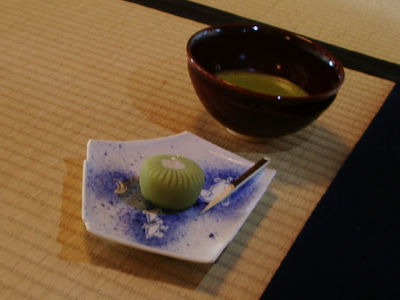 700円。でも700円の価値は十二分にあるんじゃないかと。ちなみに俺は、普通のお茶+和菓子セットで300円。超リーズナブル。でも、お茶もうまかったですよ。