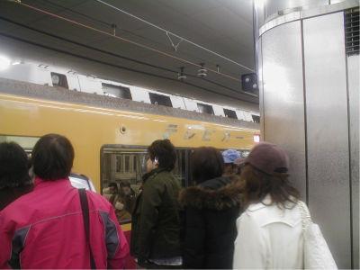 意外とテレビの存在感のでかさに圧倒されたので、大阪旅行の時にはぜひテレビカーに乗ってみてください。ちなみのこのときは、NHKをやってたし。