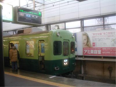 乗ったのはこの電車の次のヤツ。これは準急樟葉行き。しかし関西の地名は難しい読み方の駅が多いな。関東なんて、難しいのは日暮里ぐらいじゃね?