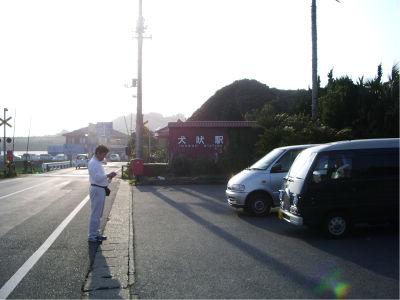 車やバイクで来て、ただ写真だけ撮って帰るって人がいるけど、それはどうなんだ? まあ、この銚子電鉄の場合は、「ぬれ煎」があるおかげで、そういう人も鉄道には貢献しているんだけど。