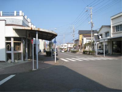 たぶん船が元町発着だったら、もう少しにぎわっていたのかな・・・この日は西からの風が強かったためか、岡田港に船が行ったようです