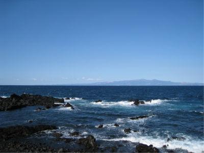 白状すると「こんな本州から近い島じゃ、離島気分もそんなに味わえないし微妙じゃね?」と思っていたけど、この風景を見てそんな気分も吹き飛びました。こうして島から本州が見えるってのもなかなかいいなぁ。