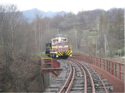 鉄道公園でも何でもないのに機関車が今もこうして残っているって、珍しいよな。