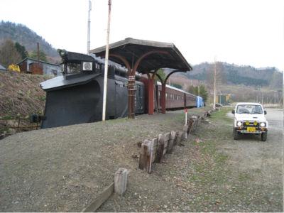 先頭車両がラッセル車ってところが、また北海道らしい。
