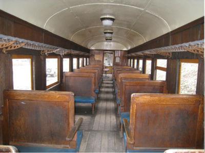 左側の座席でちょっとした空間ができているところがあるけど、あの場所にはだるまストーブが置かれていたとのこと。