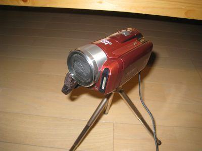 三脚はデジカメ用のやつなので、こういうビデオカメラには使わない方が良さそうですね。あくまで撮影用。