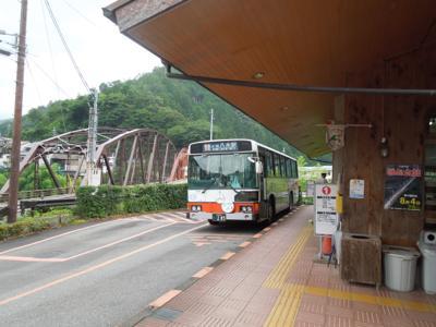 ここから十津川村全域に向けて村営バスがいろいろ出ているんだけど、それがまた渋くて良い。乗って見たい